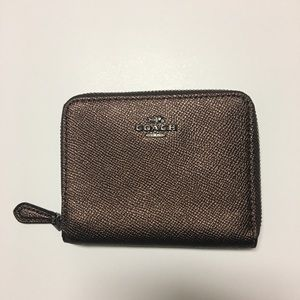 NWOT Coach small pebbled leather zip wallet